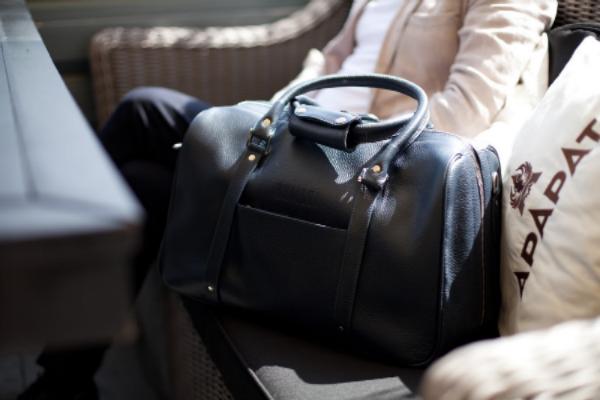 e2282e28bfe0 Модные мужские кожаные сумки через плечо 2019 года - рейтинг хороших ...